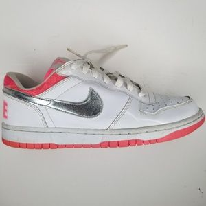Nike Big Low Size 9.5 Athletic White pink size 9.5